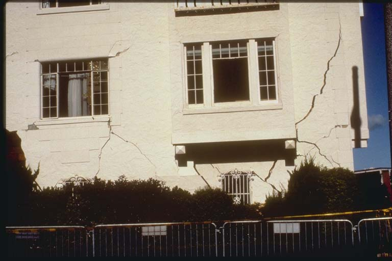 Cracks in Building, Marina District, San Francisco