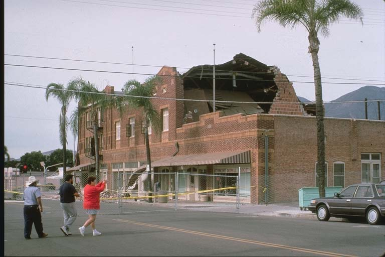 Damage to unreinforced masonry building in Fillmore