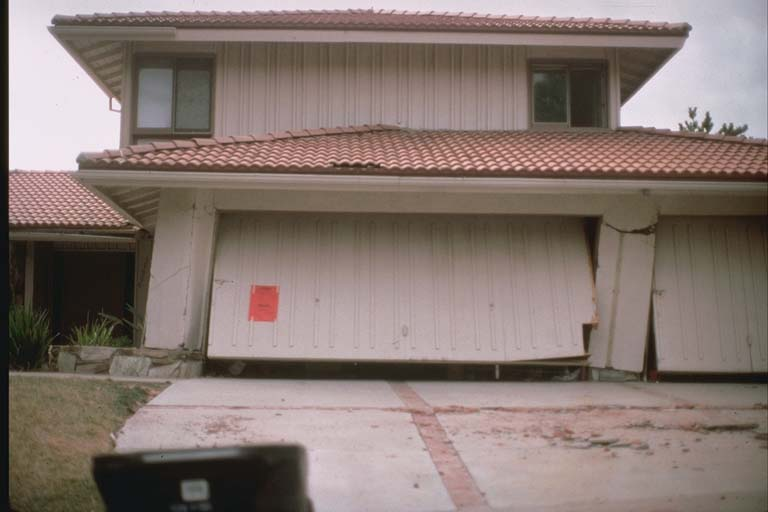 Damage to a single family home on a ridge north of the San Fernando Valley (1994)