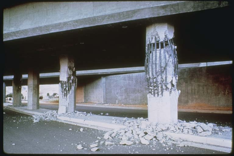 Failure of several columns, Foothills Freeway overpass