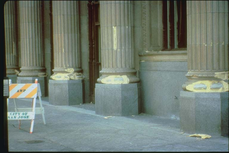 Bases chipped when columns tipped during Loma Prieta earthquake