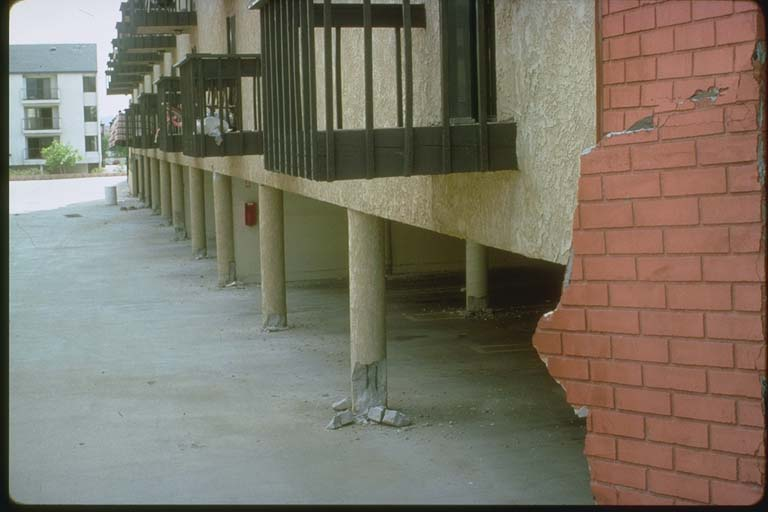 Splayed column bases, Northridge earthquake