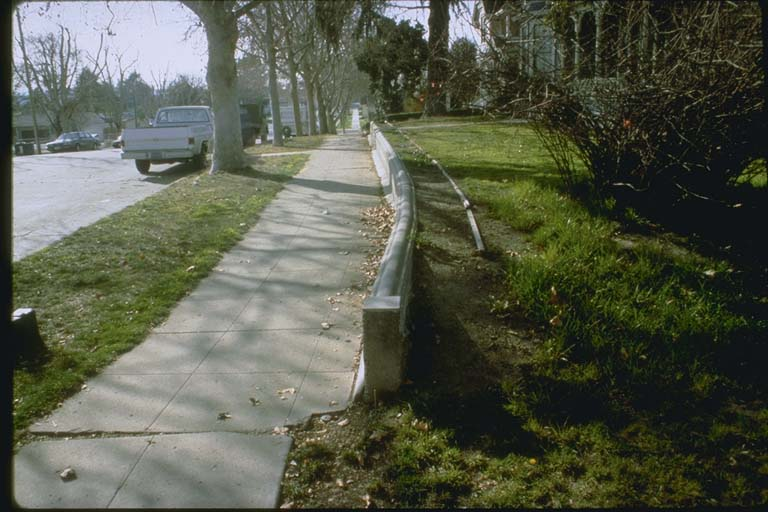 Bend in sidewalk, Hollister