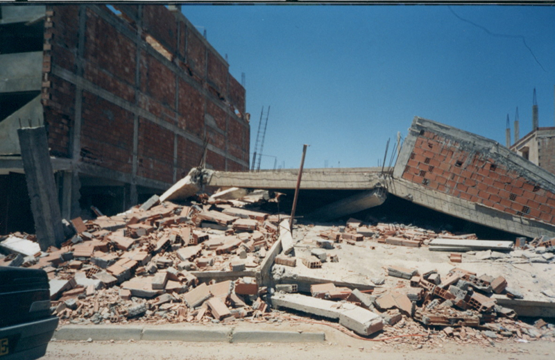 Building damage in the city of Boumerdes, Algeria